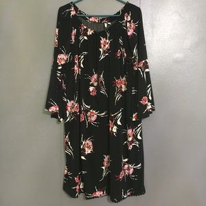 Black and pink woman's XL bell sleeve dress